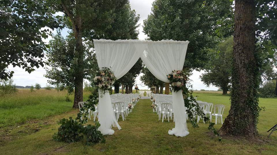 https://www.armandiere.fr/medias/mariages/facebook_1557670242112.jpg